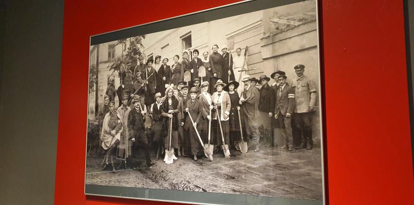 Hologramy bohaterów jak żywe. Niezwykła wystawa w Muzeum Mazowieckim [FOTO] - Zdjęcie główne