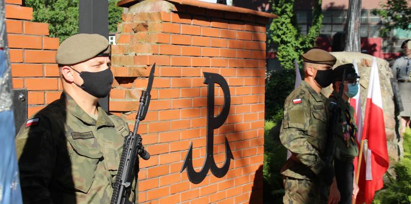 """Godzina """"W"""" przed pomnikiem Żołnierzy Armii Krajowej [FOTO] - Zdjęcie główne"""
