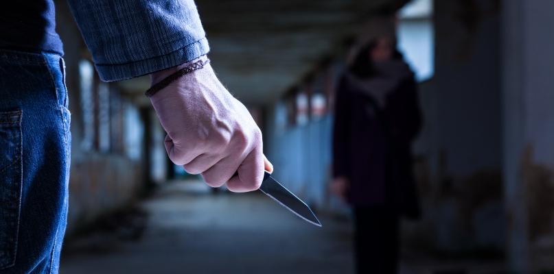 Mężczyzna zaatakowany nożem w biały dzień  - Zdjęcie główne
