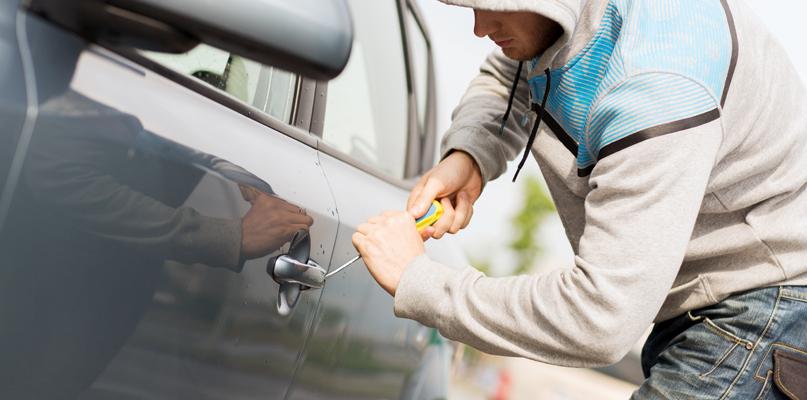 Skradziony samochód i zatrzymany nietrzeźwy kierowca - Zdjęcie główne