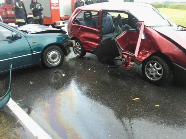 Wypadek na krajowej 60. Dwie osoby ranne - Zdjęcie główne