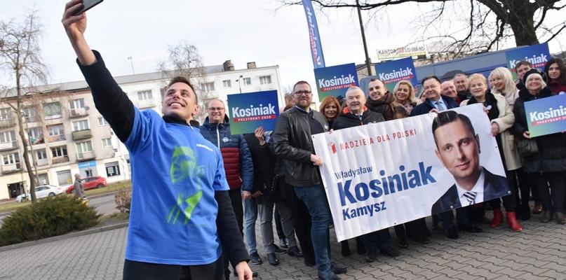 - Do boju - krzyknęli przed teatrem. Rusza kampania wyborcza Kosiniaka-Kamysza [FOTO] - Zdjęcie główne