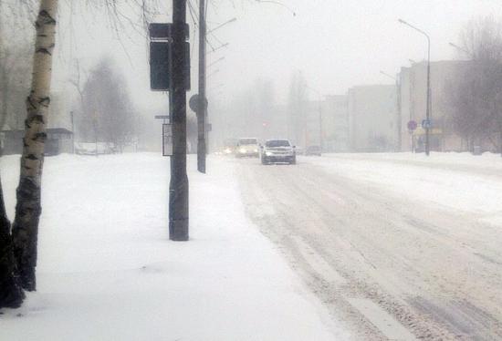 Wtorek na drogach. Ślisko i biało - Zdjęcie główne
