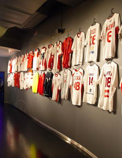 Pokazali kolekcję stu koszulek i bluz reprezentantów Polski [FOTO] - Zdjęcie główne