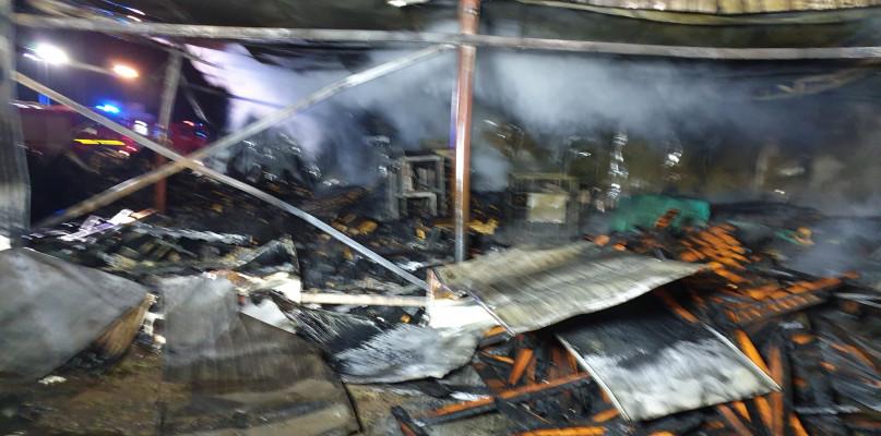 Potężny pożar w gminie Mochowo. 20 jednostek w akcji [FOTO] - Zdjęcie główne