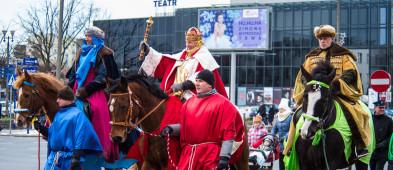 Mnóstwo płocczan podążało za Trzema Królami [FOTO] - Zdjęcie główne