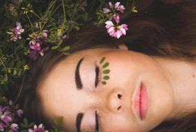 Emulsja micelarna, czyli nowy wymiar oczyszczania twarzy - Zdjęcie główne