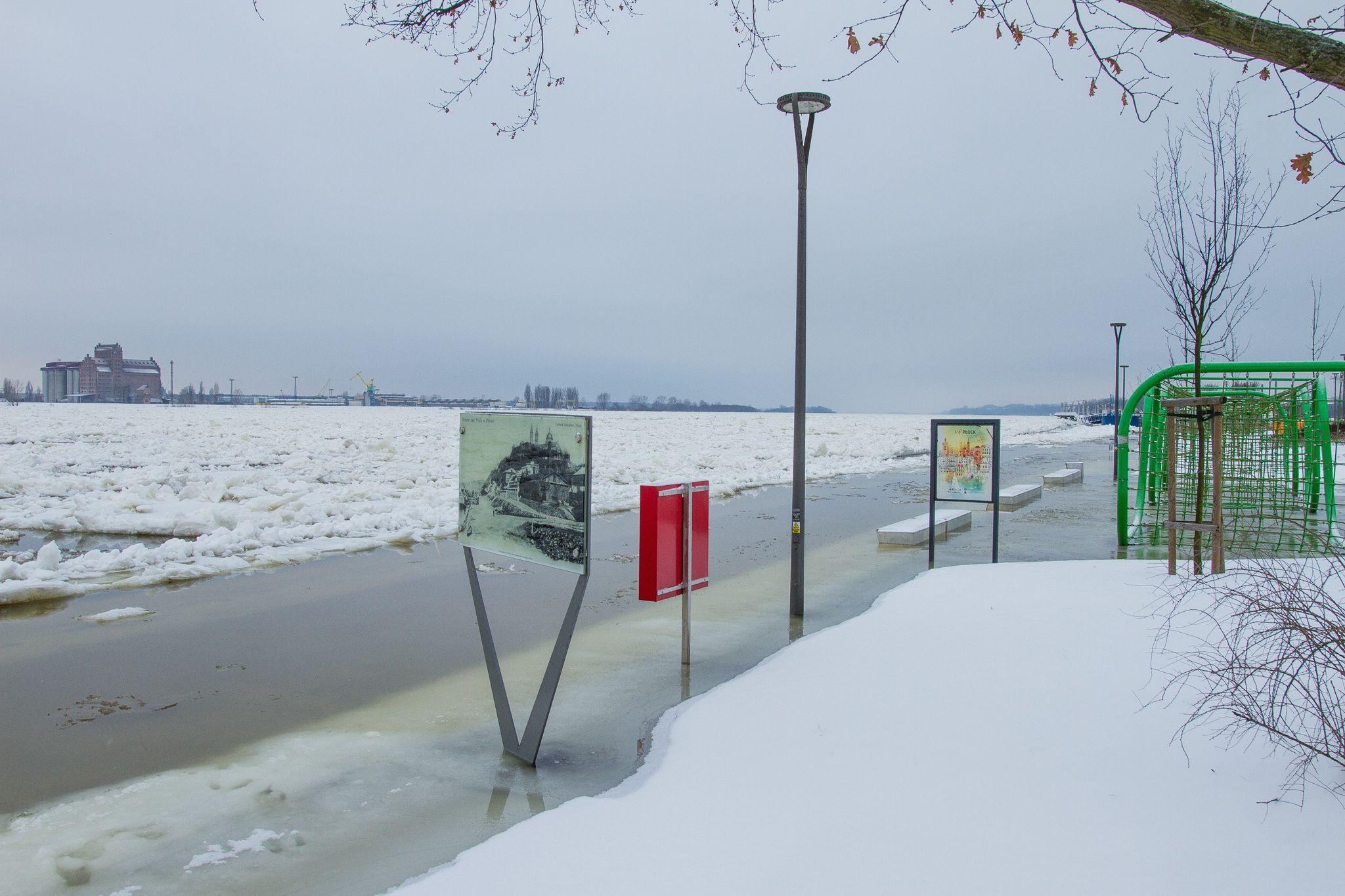 Sytuacja wciąż jest poważna. Poziom wody w Wiśle nadal wysoki - Zdjęcie główne