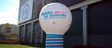 Wypuszczą setki niebieskich balonów - Zdjęcie główne