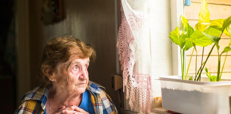 Emeryci coraz częściej dorabiają. Mazowieccy są w czołówce  - Zdjęcie główne