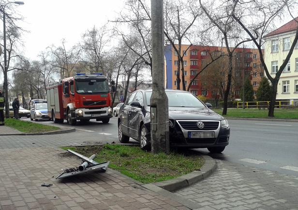 Zderzenie aut. Kobieta w ciąży w szpitalu - Zdjęcie główne