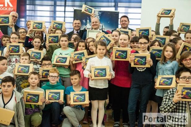 W szkole na Podolszycach uczą się z tabletów - Zdjęcie główne