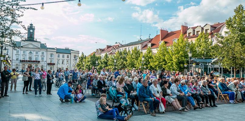 Przeboje srebrnego ekranu na płockiej Starówce [FOTO] - Zdjęcie główne