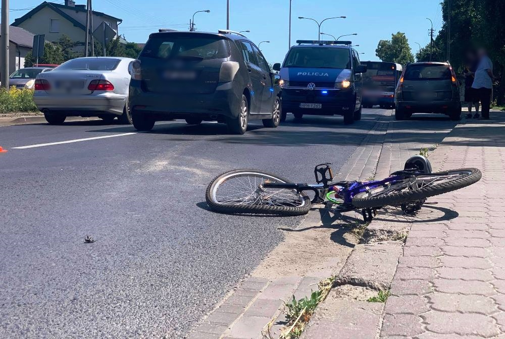 Potrącono 12-letnią rowerzystkę. Potrzebna była pomoc medyczna [ZDJĘCIA] - Zdjęcie główne