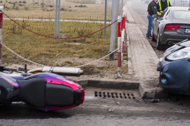 Zderzenie motocykla i dwóch aut [FOTO] - Zdjęcie główne