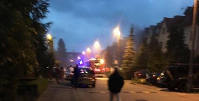 Mieszkańcy w środku nocy usłyszeli potężny huk. Wybuchło auto [FOTO] - Zdjęcie główne