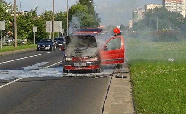 Na Piłsudskiego zapalił się samochód - Zdjęcie główne