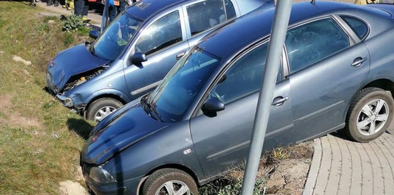 Zderzenie dwóch samochodów osobowych - Zdjęcie główne