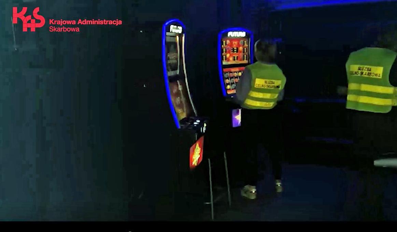 Nielegalne automaty do gier w 2 lokalach w Płocku  - Zdjęcie główne