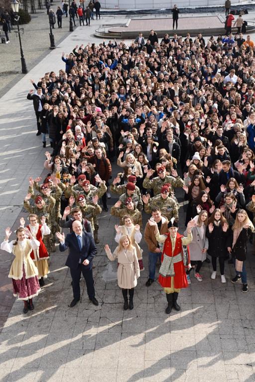Tegoroczny polonez maturzystów na starówce - Zdjęcie główne
