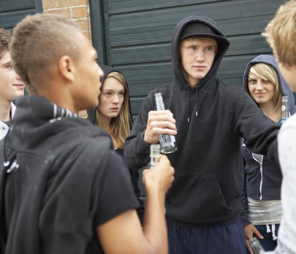 """Młodzież urządza """"koronaparty""""? Sanepid apeluje do rozsądku rodziców  - Zdjęcie główne"""