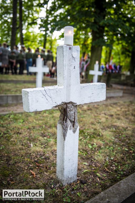 Uroczystość na cmentarzu garnizonowym - Zdjęcie główne