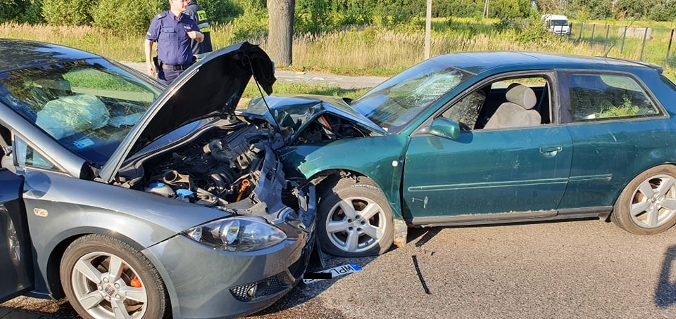 Czołowe zderzenie 2 aut tuż za Płockiem [ZDJĘCIA] - Zdjęcie główne