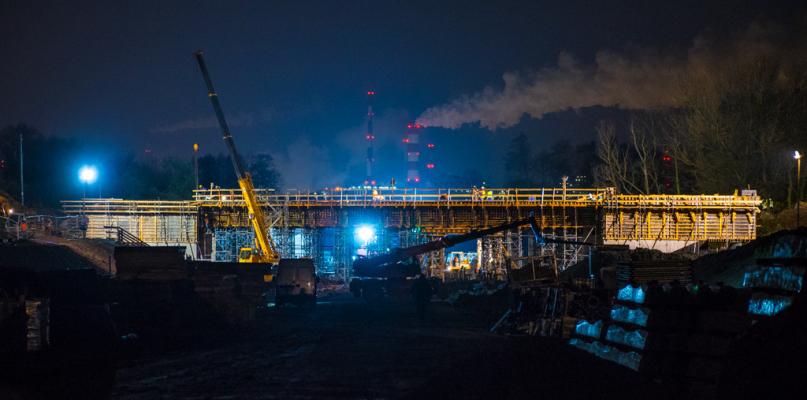 Nocna operacja nasuwania wiaduktu już rozpoczęta [FOTO] - Zdjęcie główne