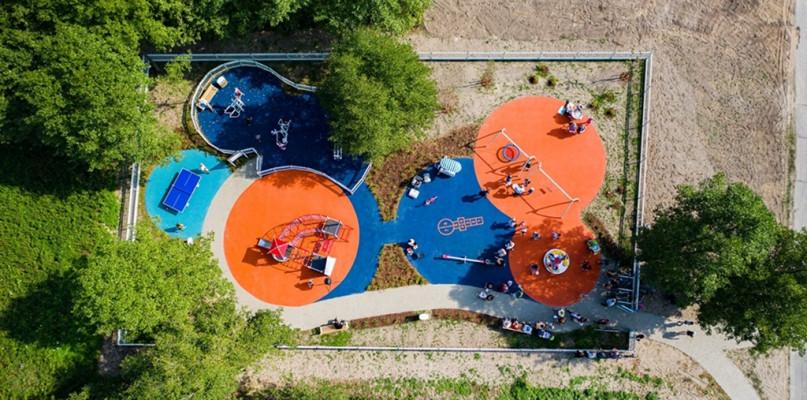 Nowy plac zabaw i siłownia pod chmurką [FOTO] - Zdjęcie główne