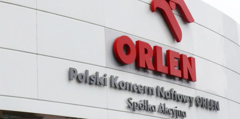 Dźwig wywrócił się na terenie Zakładu Produkcyjnego Orlenu - Zdjęcie główne
