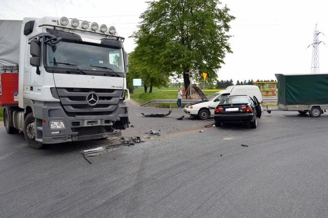 Wypadek: ciężarówka uderzyła w hondę - Zdjęcie główne