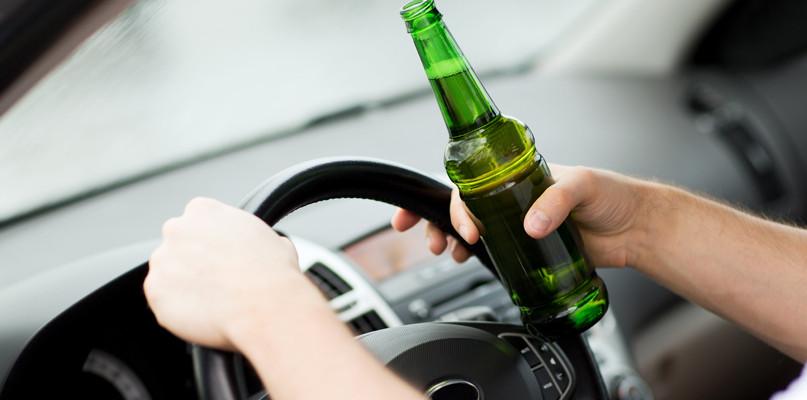Kompletnie pijani kierowcy. Jeden wydmuchał trzy promile  - Zdjęcie główne