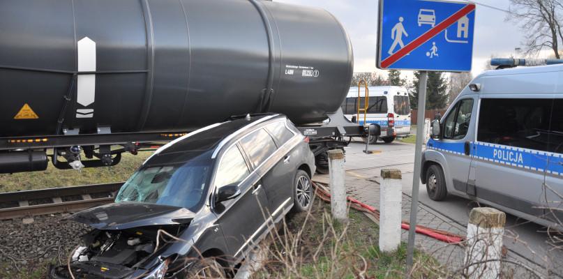 Wypadek na przejeździe kolejowym. Ruch kolejowy wstrzymany [FOTO] - Zdjęcie główne