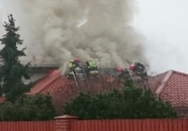 Pożar domu jednorodzinnego [FOTO] - Zdjęcie główne