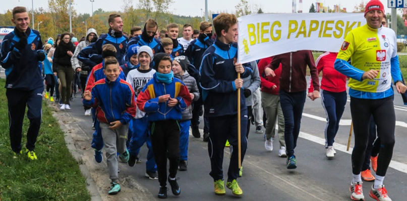 Kilkadziesiąt osób przebiegło z Wielkiej Płyty na starówkę - Zdjęcie główne