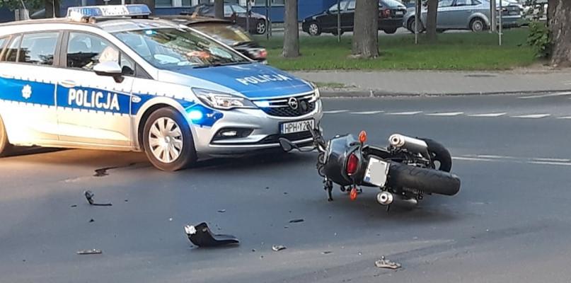 Nie ustąpił pierwszeńswa przejazdu. Doszło do zderzenia auta z motocyklem - Zdjęcie główne