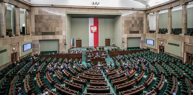Posłowie już po głosowaniu w sprawie reformy oświaty - Zdjęcie główne