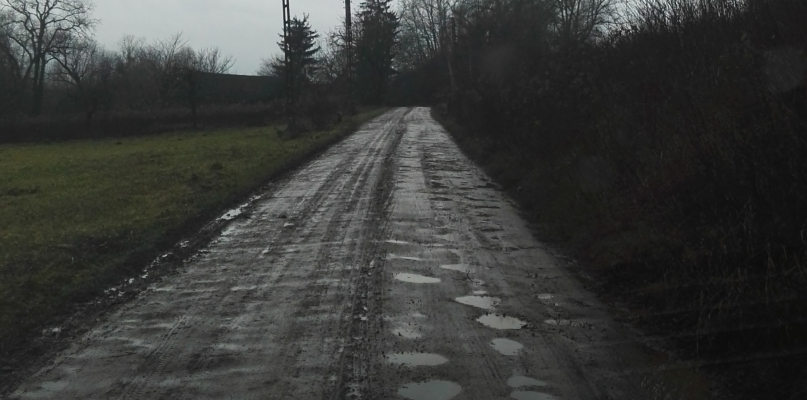"""""""Na tej drodze było wszystko - dziury, druty, nawet azbest"""" - Zdjęcie główne"""