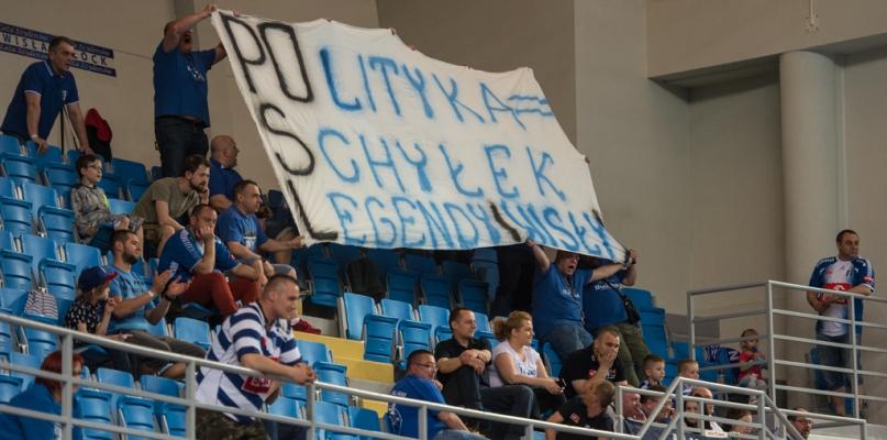 Wisła w finale ligi. Kibice protestują przeciw upolitycznianiu klubu - Zdjęcie główne