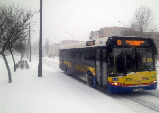 Biało na drogach. Autobusy opóźnione - Zdjęcie główne