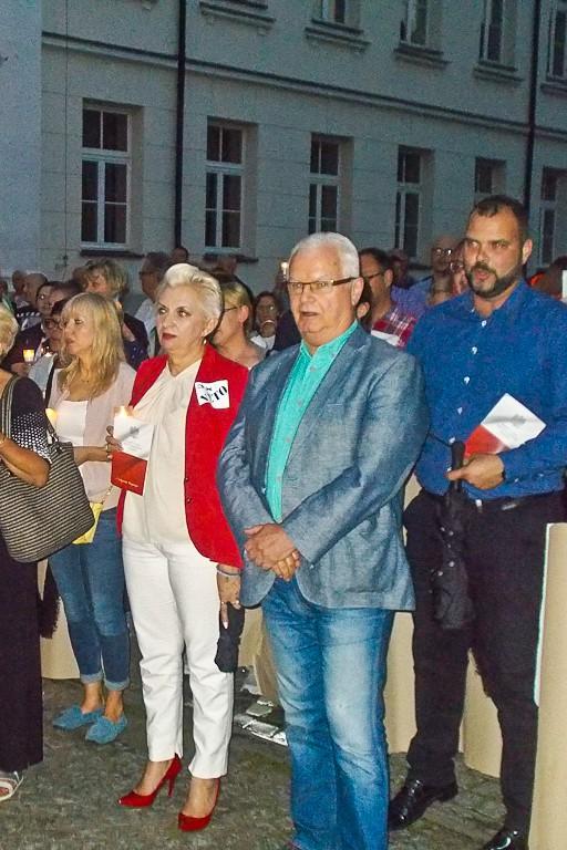 Piątkowy protest przed płockimi sądami - Zdjęcie główne