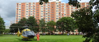 Helikopter wylądował na środku osiedla. Co się stało?[WIDEO,FOTO]  - Zdjęcie główne