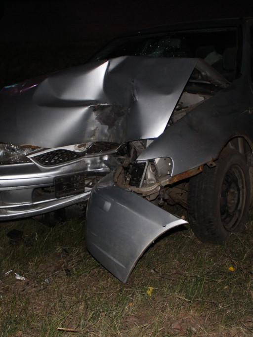Nocny rajd pijanego kierowcy zakończony na drzewie[FOTO] - Zdjęcie główne