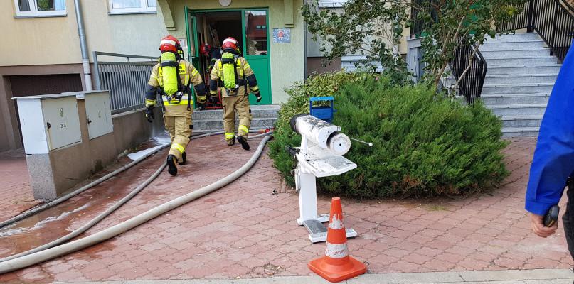 Akcja straży pożarnej w bloku na Podolszycach [FOTO] - Zdjęcie główne
