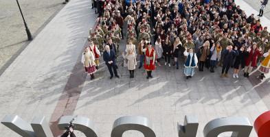 Maturzyści zatańczyli poloneza na Starym Rynku [FOTO] - Zdjęcie główne