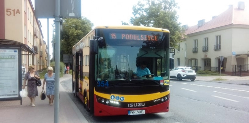 Spółka testuje niewielki autobus. Pojeździ na wybranych kursach trzech linii [FOTO] - Zdjęcie główne