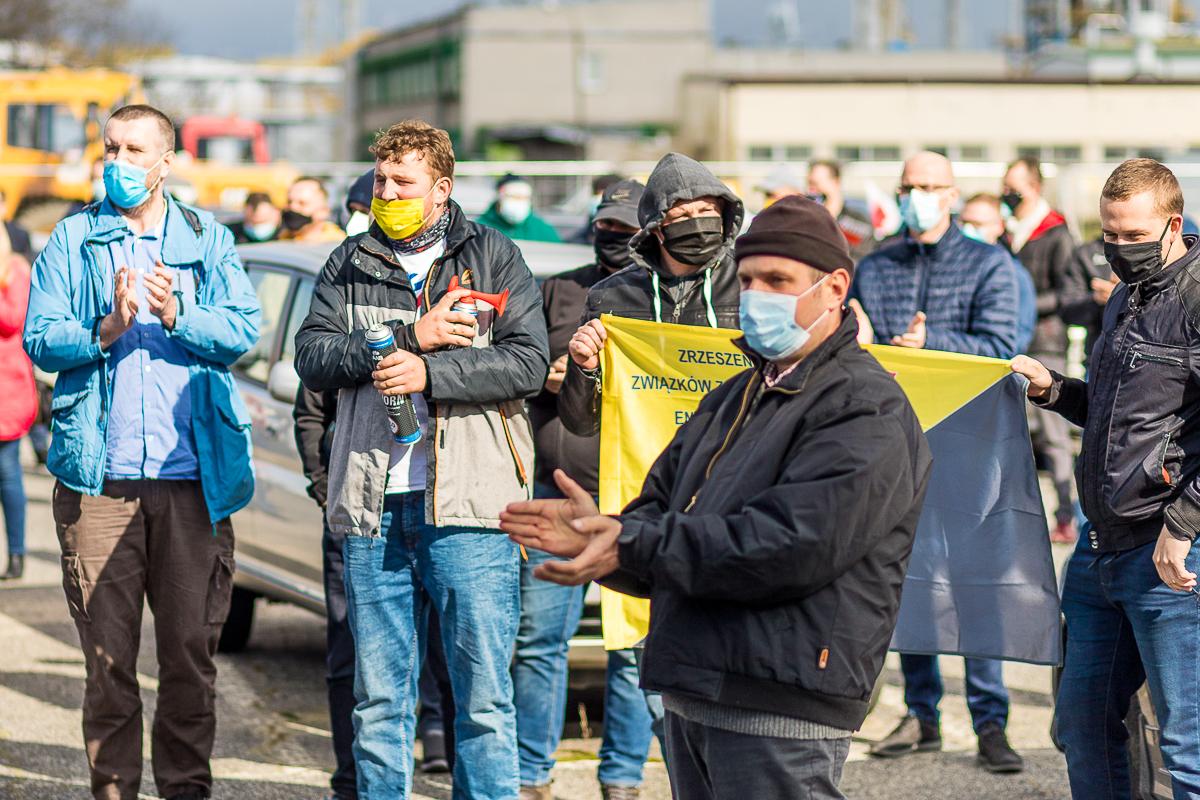 Pracownicy płockiej Energi protestują. Władze wskazują, że zarobki są bardzo wysokie [ZDJĘCIA] - Zdjęcie główne