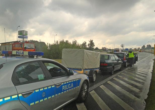 Trzy auta zderzyły się przed rondem [FOTO] - Zdjęcie główne