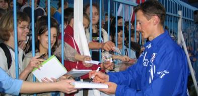Adam Małysz dziś na meczu z Cracovią. Przygotowuje imprezę - Zdjęcie główne