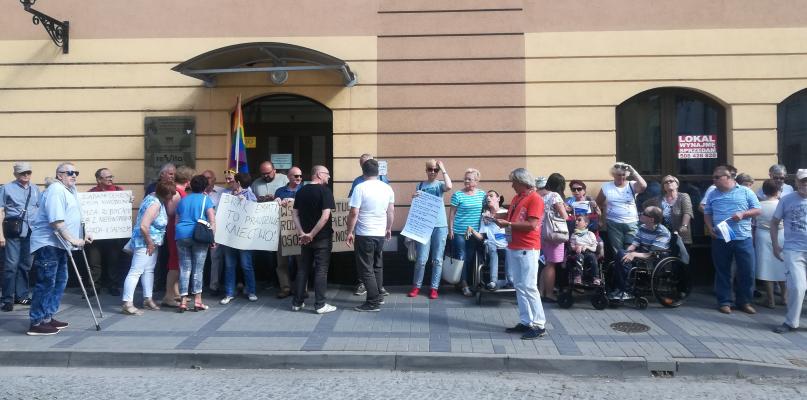 W Płocku solidaryzują się z protestującymi w Sejmie - Zdjęcie główne